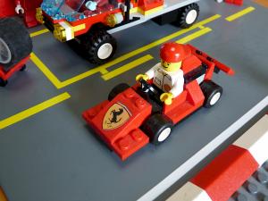自動車は左側通行が原則です
